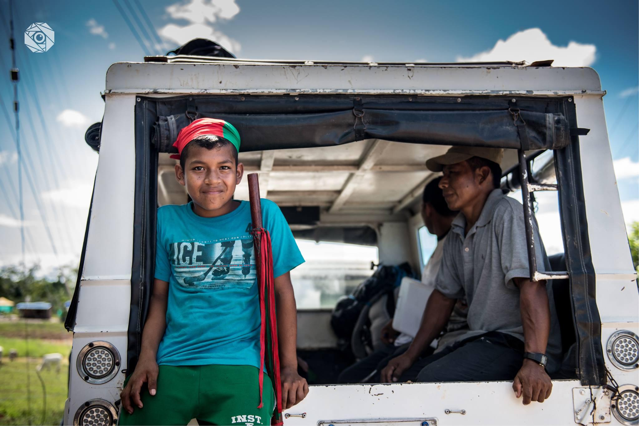 Niño guardia indígena