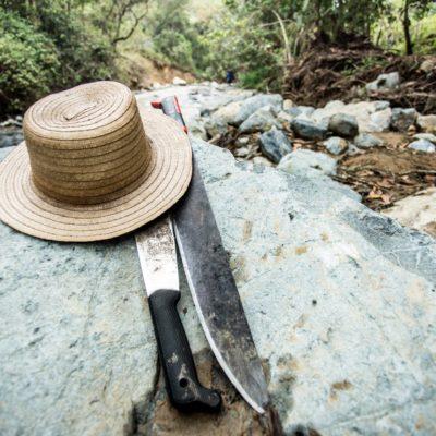 Sombrero y machete